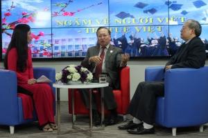 Giáo sư Hà Tôn Vinh trò chuyện với VOV qua bài viết